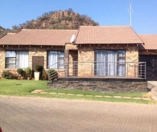 R 880,000 - 3 Bed House For Sale in Meredale