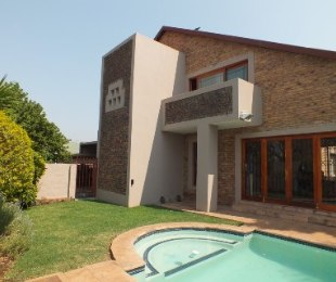 R 2,500,000 - 5 Bed House For Sale in Valhalla