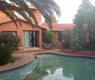 R 2,200,000 - 5 Bed Property For Sale in Glen Marais