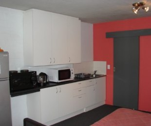 R 360,000 - 1 Bed Flat For Sale in Wynberg