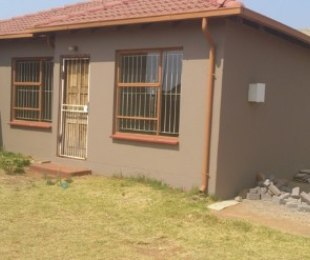R 4,500 - 3 Bed Home To Let in Dawn Park