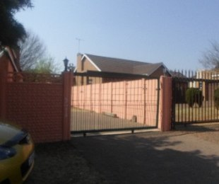 R 880,000 - 3 Bed House For Sale in Witpoortjie