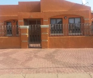 R 1,800,000 - 4 Bed House For Sale in Lenasia