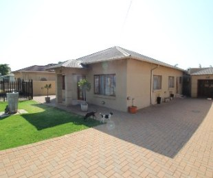 R 1,290,000 - 3 Bed House For Sale in Capital Park