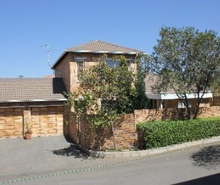 R 1,650,000 - 3 Bed Property For Sale in Olivedale