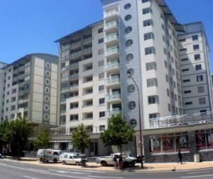 R 12,000 - 2 Bed Flat To Rent in Claremont