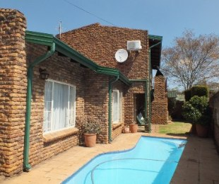 R 1,850,000 - 3 Bed House For Sale in Eldoraigne