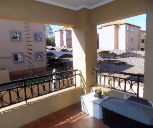 R 580,000 - 2 Bed Apartment For Sale in Castleview