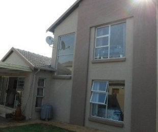 R 2,450,000 - 3 Bed Flat For Sale in Eagle Canyon Golf Estate