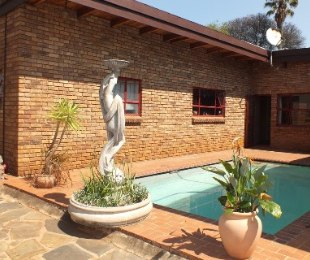 R 2,150,000 - 3 Bed Property For Sale in Eldoraigne