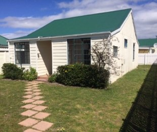 R 849,000 - 2 Bed Home For Sale in Ottery