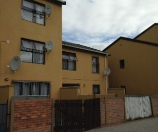 R 450,000 - 2 Bed Flat For Sale in Retreat