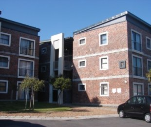 R 630,000 - 2 Bed Flat For Sale in Brooklyn