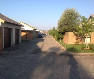 R 850,000 - 2 Bed Property For Sale in Honeydew Ridge
