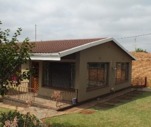 R 1,350,000 - 3 Bed Home For Sale in Valhalla