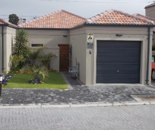 R 1,249,000 - 2 Bed Property For Sale in Protea Heights