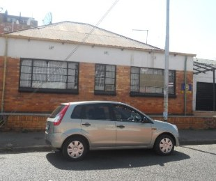 R 400,000 - 2.5 Bed House For Sale in Jeppestown