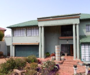 R 3,700,000 - 6 Bed Home For Sale in Observatory