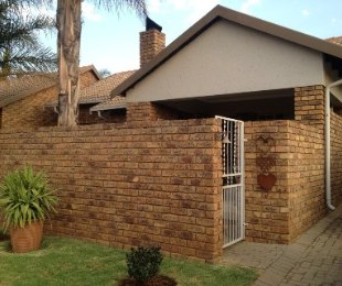 R 1,140,000 - 2 Bed Property For Sale in Amberfield