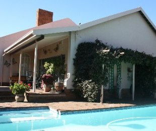 R 1,650,000 - 4 Bed House For Sale in Farrarmere