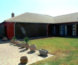 R 5,400,000 - 13 Bed Guest House For Sale in Cullinan