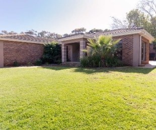 R 3,190,000 - 3 Bed House For Sale in Vierlanden