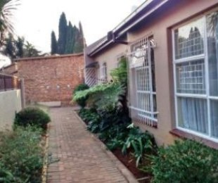 R 900,000 - 3 Bed Property For Sale in Glen Marais