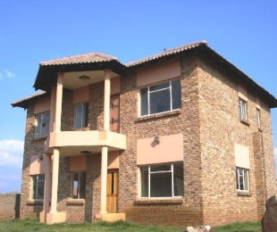 R 1,450,000 - 4 Bed House For Sale in Heuwelsig