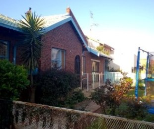 R 1,250,000 - 4 Bed Property For Sale in Heuweloord