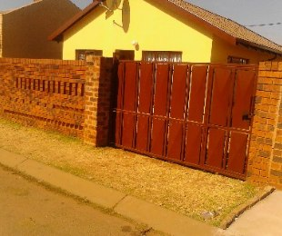 R 450,000 - 2 Bed House For Sale in Soweto