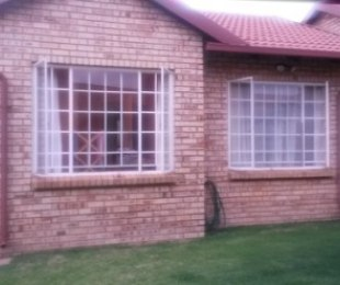 R 1,050,000 - 2 Bed Property For Sale in Faerie Glen