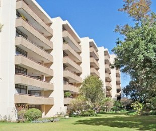 R 30,000 - 3 Bed Flat To Rent in Melrose Estate