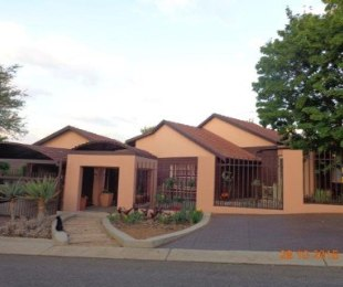 R 2,150,000 - 4 Bed Home For Sale in Monument Park