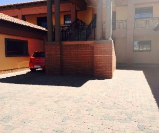 R 1,295,000 - 3 Bed Property For Sale in Lakefield