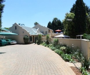 R 2,200,000 - 3 Bed Property For Sale in Strubensvallei