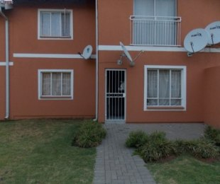 R 475,000 - 2 Bed Apartment For Sale in Comet