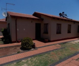 R 600,000 - 3 Bed House For Sale in Vosloorus