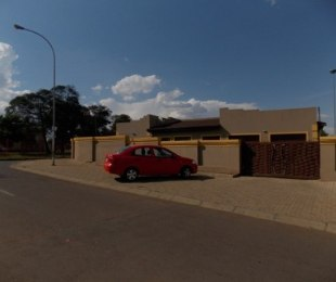 R 650,000 - 3 Bed House For Sale in Katlehong