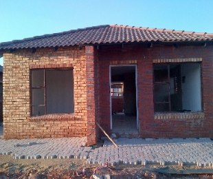 R 545,000 - 3 Bed House For Sale in Protea Glen