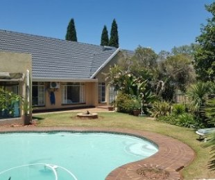 R 2,900,000 - 4 Bed House For Sale in Farrarmere