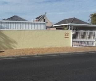 R 1,995,000 - 3 Bed Home For Sale in Plumstead