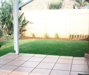 R 700,000 - 2 Bed Property For Sale in Rooihuiskraal North