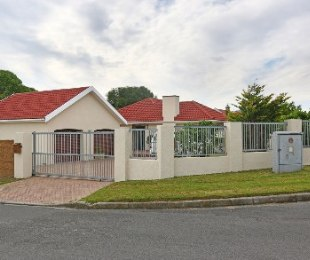 R 2,690,000 - 4 Bed House For Sale in Kenridge