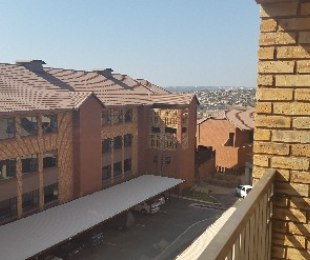R 4,700 - 1 Bed Apartment To Let in Noordheuwel