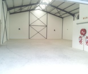 R 16,590 -  Commercial Property To Rent in Killarney Gardens