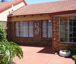 R 555,000 - 1 Bed Property For Sale in Rietfontein