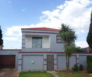 R 1,800,000 - 4 Bed House For Sale in Lenasia South