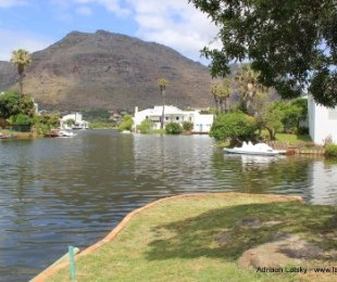 R 3,245,000 - 3 Bed Home For Sale in Marina Da Gama