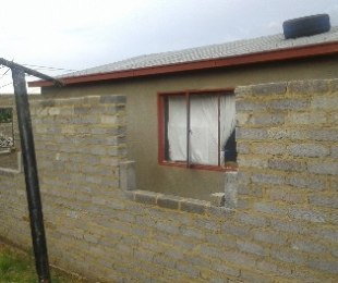 R 270,000 -  House For Sale in Soweto