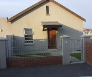 R 1,090,000 - 3 Bed House For Sale in Protea Heights